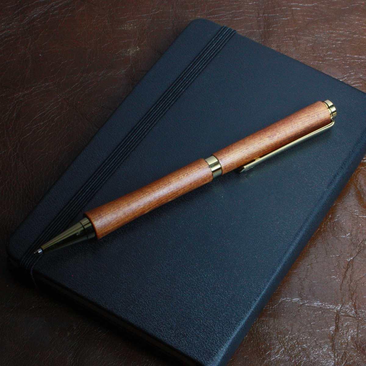 手帳と漆ペン